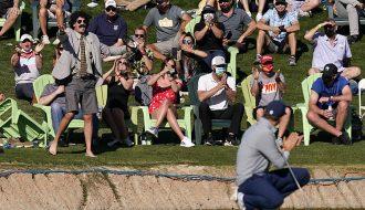 Cổ động viên gây náo loạn tại giải đấu Phoenix Open