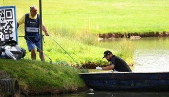 Joel Sjoholm nhanh trí xử lý sai lầm của mình bằng cách dùng thuyền để cứu bóng